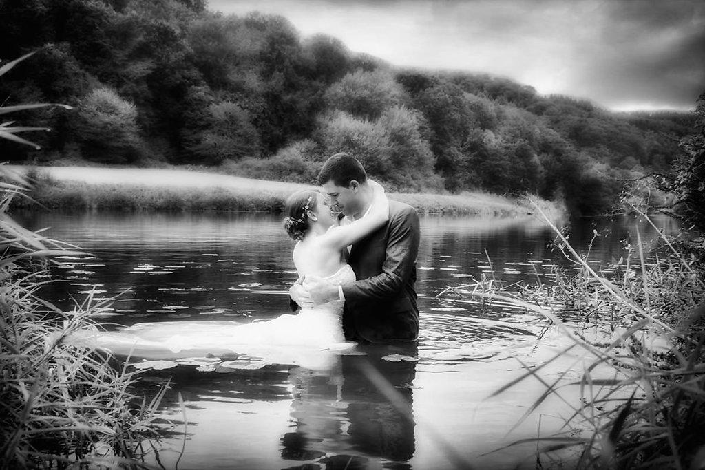 Brautpaar in der Lahn